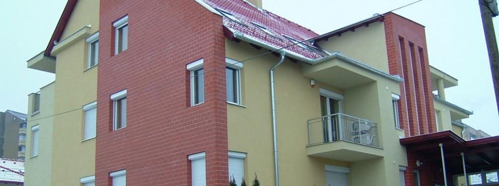 Zalaegerszeg, Kinizsi utcai 10 lakásos társasház építése garázsokkal